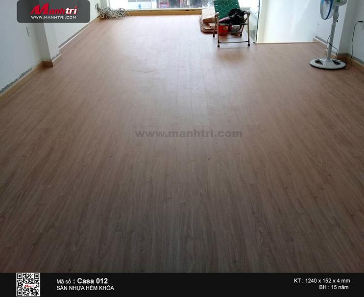 Thi công sàn nhựa hèm khóa SPC Casa 012 tại Hùng Vương, P.4, Q.5