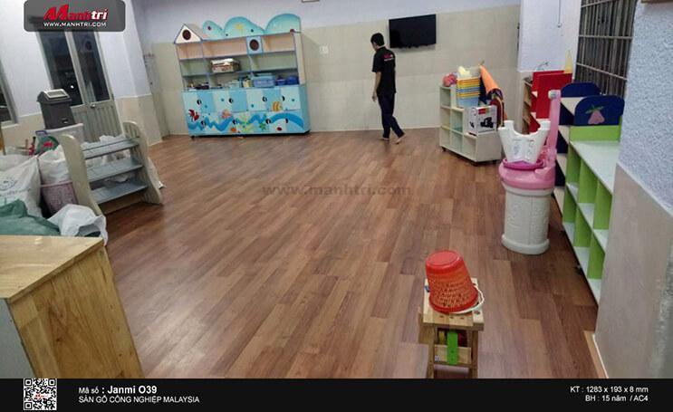Thi công sàn gỗ công nghiệp Janmi O39 tại nhà trẻ Hạnh Phúc, P. Linh Trung, Q. Thủ Đức ( Lần 2 )