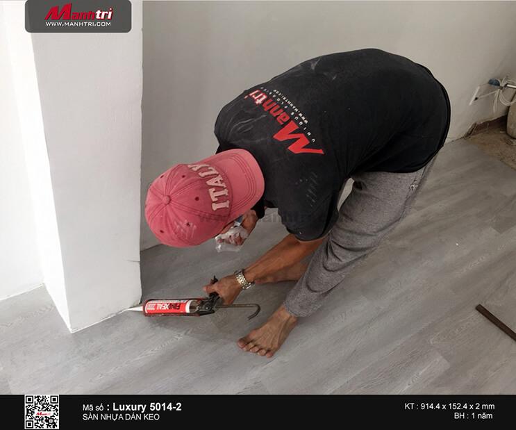 Thi công sàn nhựa dán keo Luxury 5014-2 tại Huỳnh Văn Bánh, P.11, Q.Phú Nhuận