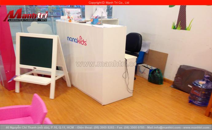 Gỗ công nghiệp Vanachai VF1048 lót sàn Showroom thời trang NANAKID'S tại TTTM AEON MALL, Quận Tân Phú, TPHCM