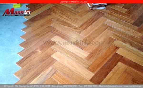 Sàn gỗ tự nhiên Căm Xe lót sàn kiểu xương cá tại quận 1, TPHCM