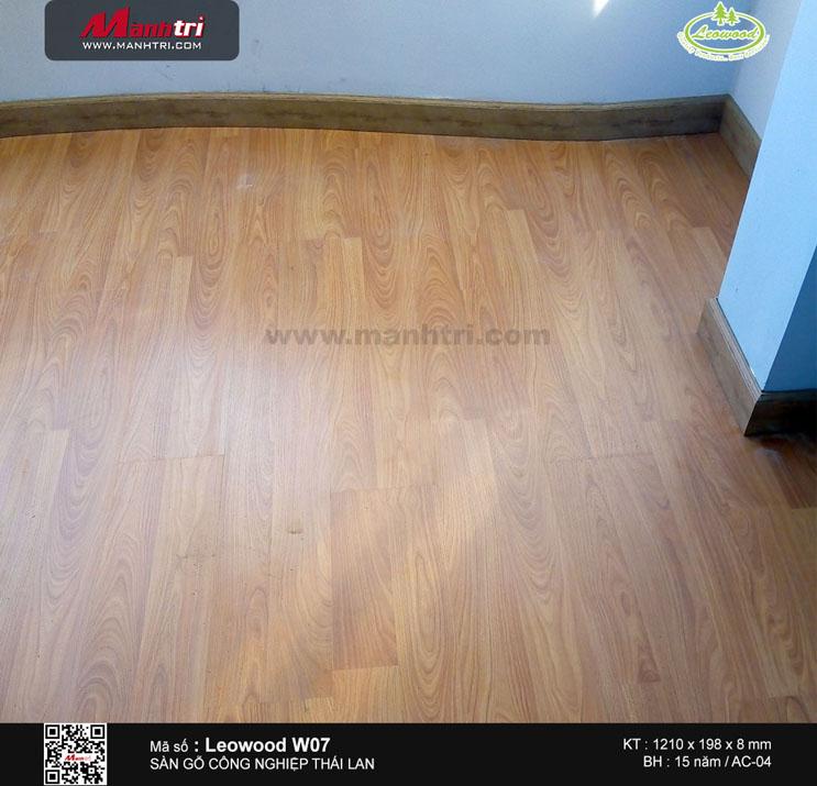 Thi công sàn gỗ công nghiệp Leowood W07 tại Lạc Long Quân, Q.11
