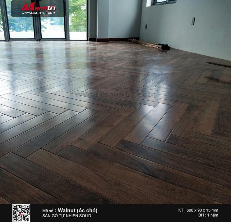 Thi công sàn gỗ tự nhiên Walnut (óc chó) lót kiểu xương cá tại Phú Mỹ Hưng, P.Tân Phú, Q.7