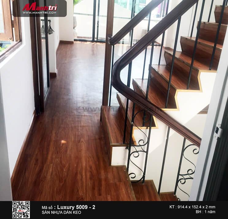 Thi công sàn nhựa dán keo Luxury 5009 -2 tại Nguyễn Văn Giai, Q.1, TP.HCM