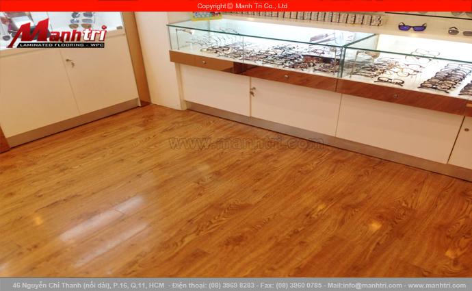 Sàn gỗ công nghiệp KingFloor 8679 tại Showroom Mắt Kính Mắt Việt tại TTTM AEON MALL quận Tân Phú, TPHCM